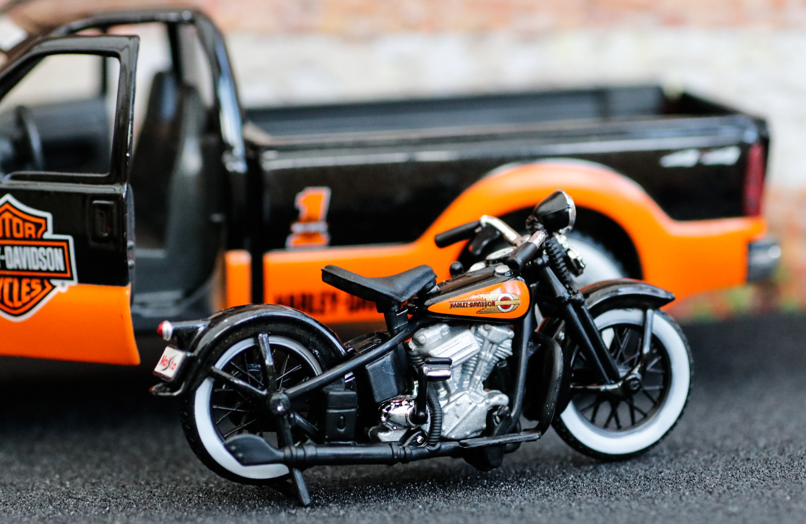 Maisto Harley Davidson Ford F350 and EL Knucklehead