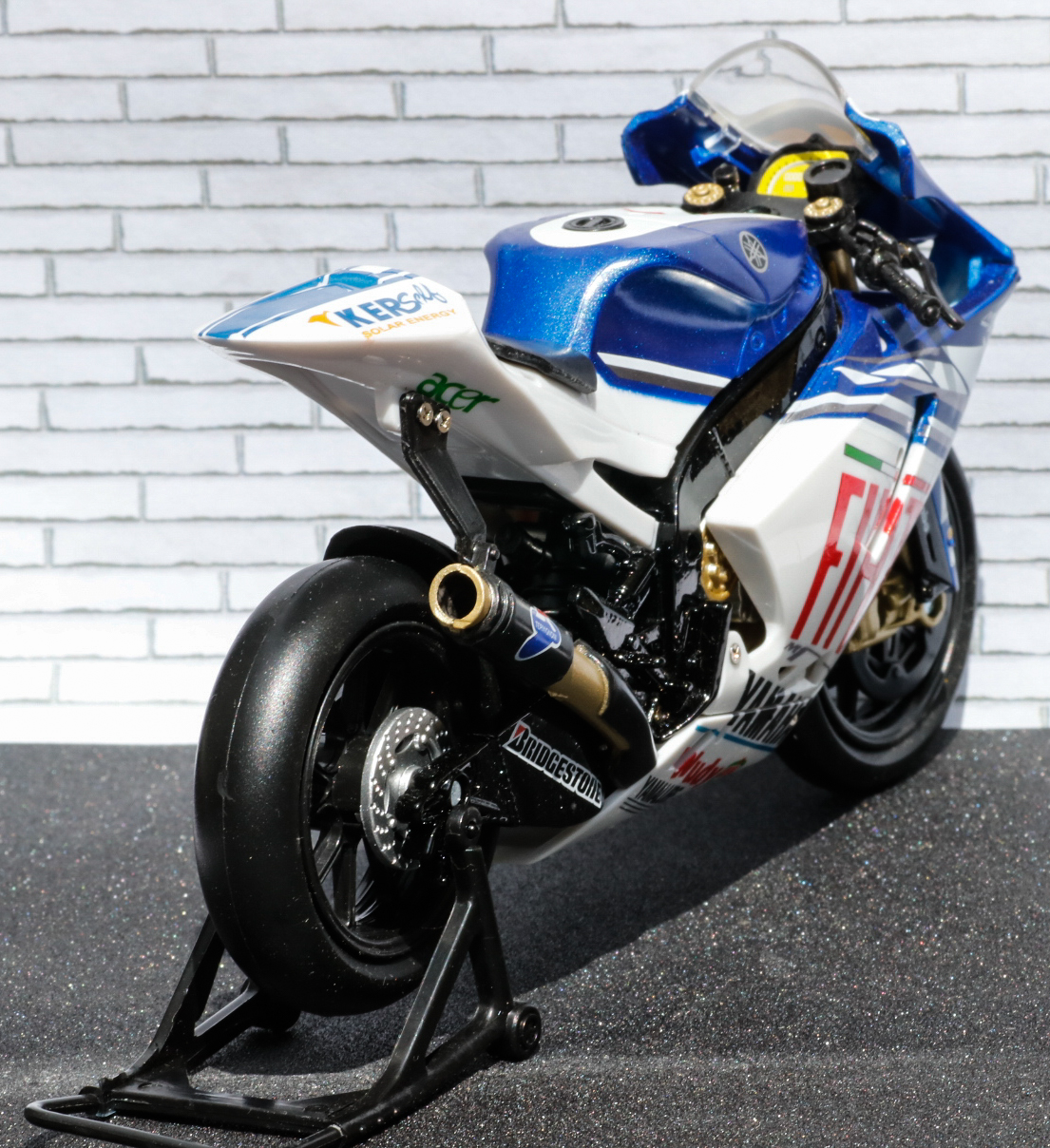 New Ray 1-12 Yamaha YZR-M1 Fiat